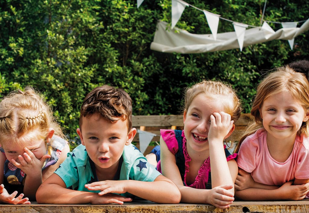 Lachende Kinder Bild: rawpixel / istockphoto